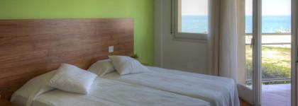 habitació 2 llits verda
