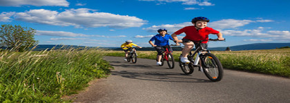 familia bicicleta apartaments santa susanna